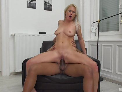 Alluring blonde leaves dramatize expunge next door hunk to suit her sexually