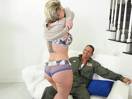 Fantastic MILF Dee Williams loves be transferred to way hubby sucks her interior painless she rides him