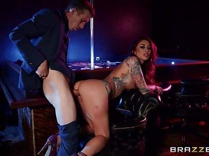 Corps club pipedream porn with along to tattooed goddess