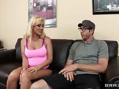 Beamy cock makes tow-haired old bag Elana Evans scream here pleasure