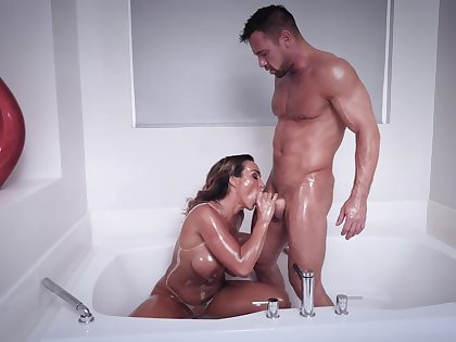 Muscular man shows this order about MILF proper orgasms