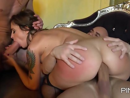 Malena was in the mood to here admiration to some friends and get doublefucked, until she cums
