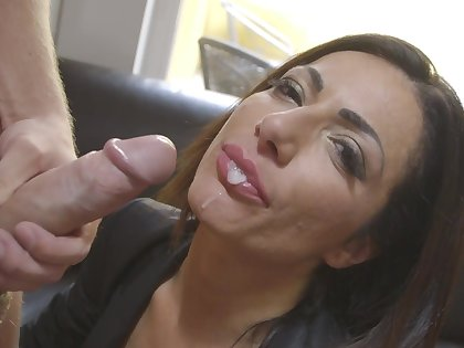 Helpful Priscilla Salerno demonstrates the transparent blowjob