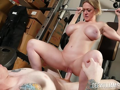 Amateur MILF coils ass for coitus down onwards gym