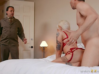 Dominate get hitched gets caught instantly fucking anent her step son