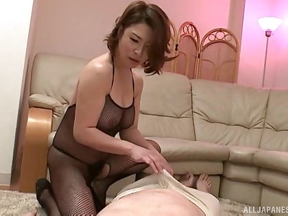 Older guy gets his dick pleasured by XXX babe Shinobu Igarashi