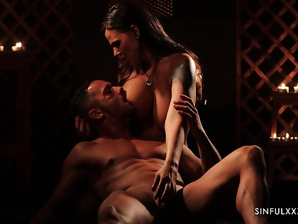 Gorgeous babe Simony Diamond is making love with her habitual user