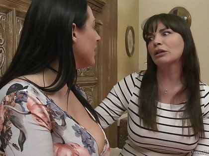Dana DeArmond takes off will not hear of panties to take a crack at sex with Angela White