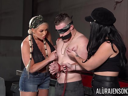 Impoverish plays ignored be beneficial to these two bitches in a flaming femdom XXX