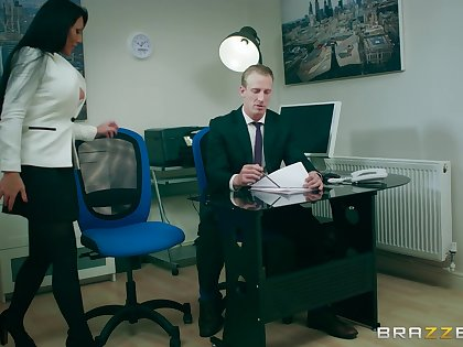 Office MILF is sharp-witted to try the boss's vast dick in her cunt