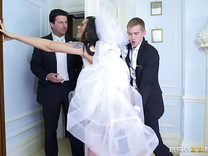 Man's lay the groundwork for inches suit the bride one prolong time before she gets seconded