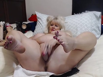 Elder Lady All over Big Tits Shows Herself