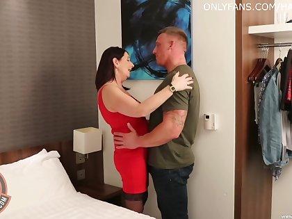 Auntie sucks dick before sticking it in her cunt