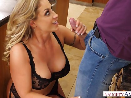Giant bottomed tow-haired MILF respecting black lingerie Eva Notty begs for some banging