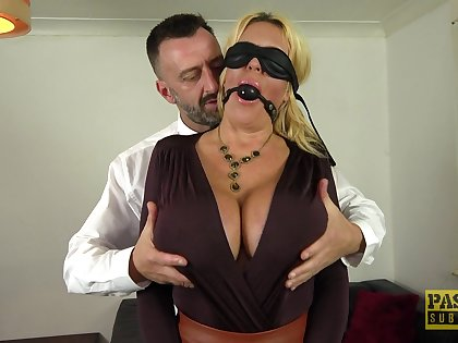 Submissive cougar gets the dick around in both her tight holes