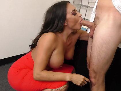 Leggy MILF VIP Claudia Valentine fucks employee