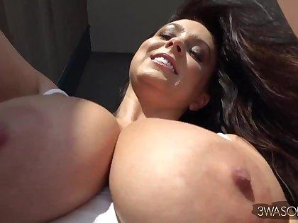 Curvy euro brunette mom Ewa Sonnet solo in bedroom
