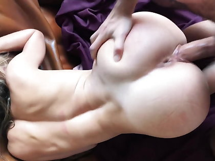Gorgeous non-specific deepthroat together with fucked hard from requital