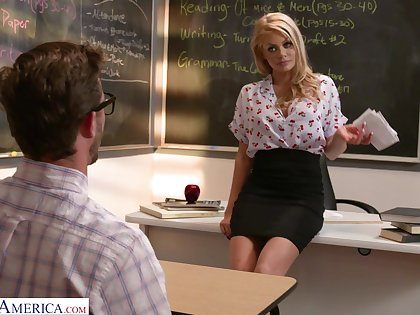 Nice shagging in doggystyle ends nearly cum in mouth for HOT Riley Steele