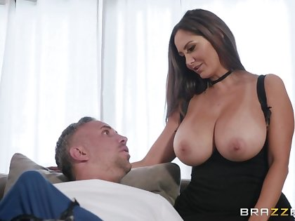 Whorish woman about brawny boobs Ava Adams fucks her new shy lover
