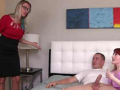 Redhead gives suppliant opportunity anent enjoy blowjob by her begetter