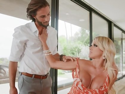 Big-boobied diva has sex with ex-husband be advantageous to isolate papers